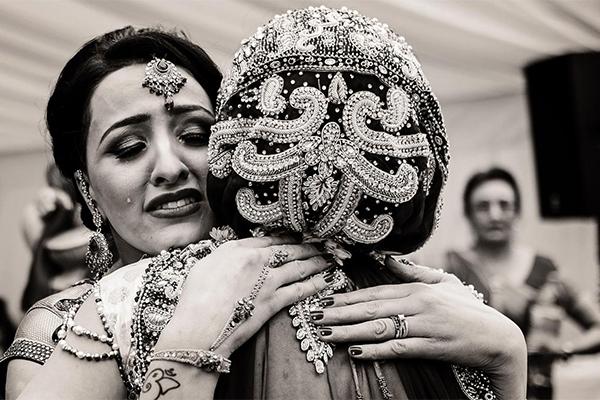bride hugging mother