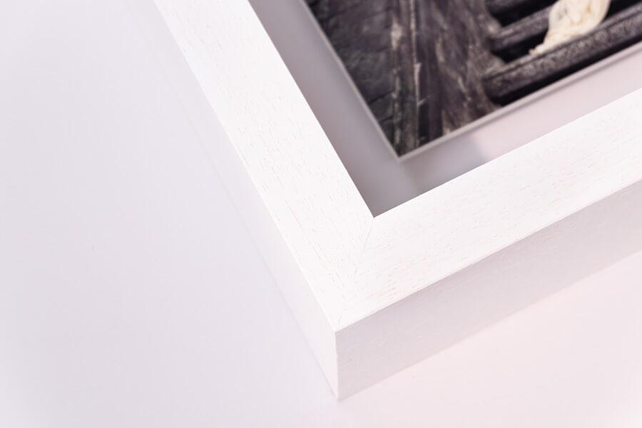 Aperture Float Frame - White, W: 27mm D:70mm